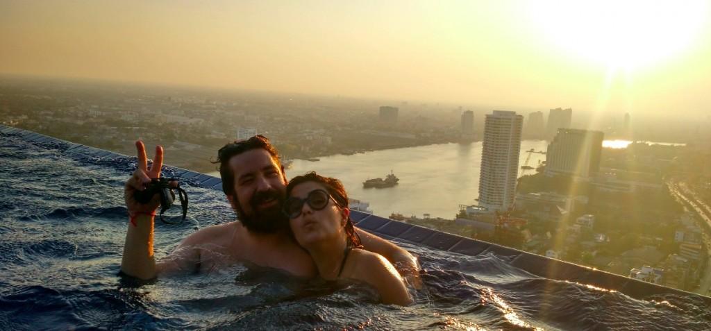 Piscina horizonte infinito en Bangkok