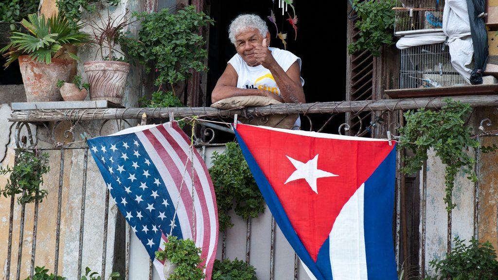 Cuba - tomando el aire en la terraza